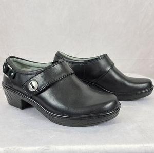 Klogs 8 Black Leather Heeled Clogs